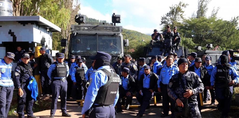 Hernández confirma fin de huelga de policías y promete mejores condiciones