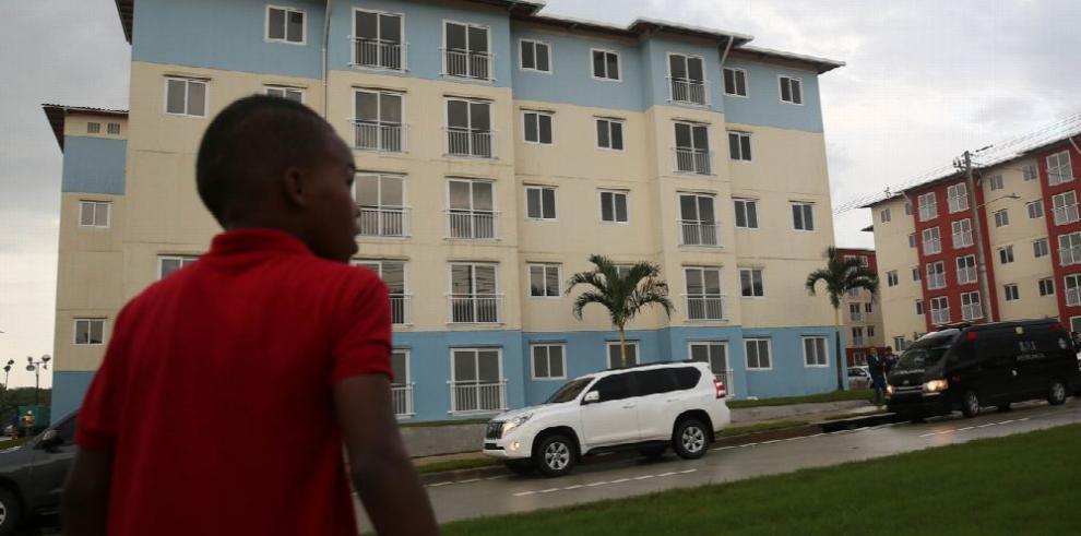 Colonenses reciben nuevas viviendas