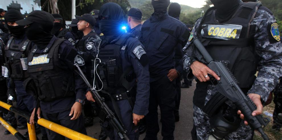 Policía hondureña se niega a reprimir a la población que desafía al Gobierno