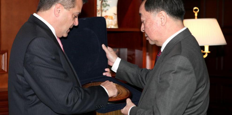 IBS y CCS firman en Beijing acuerdo para colaboración técnica