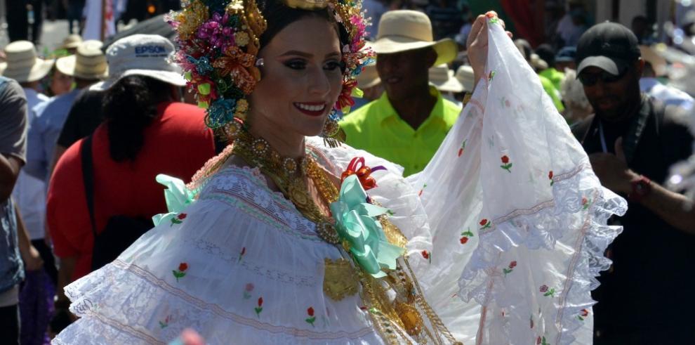 Así se vive el Desfile de las Mil Polleras en Los Santos