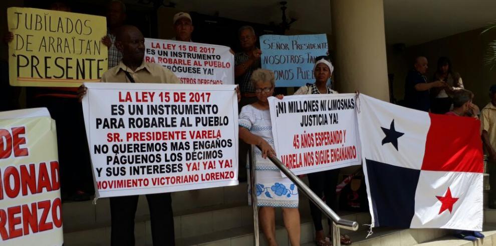 Jubilados exigen a la Corte Suprema que acoja demanda contra Ley 15