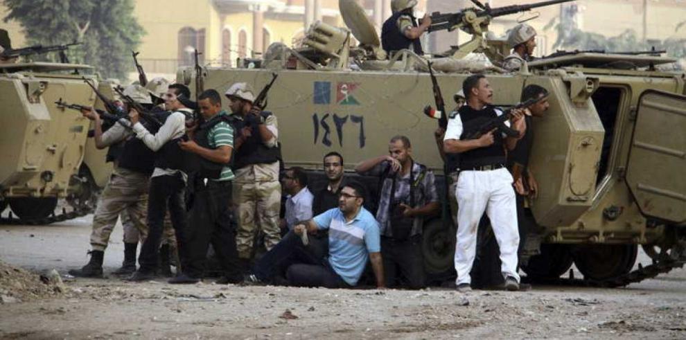 Condenan a 20 islamistas por asesinato de policías en Egipto