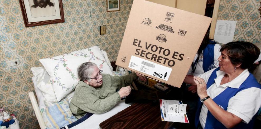 Ecuador va a las urnas en elecciones decisivas