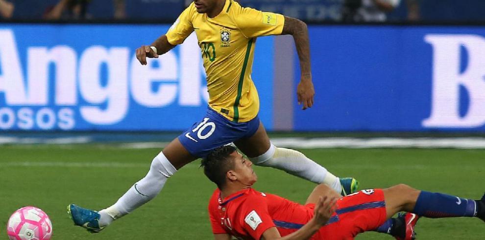 Brasil recupera la cima en el fútbol