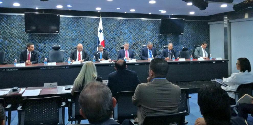 Diputados suspenden consultas para candidatas a magistradas hasta enero
