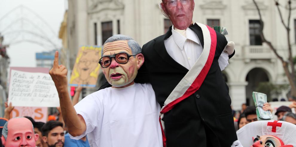 Continúan las renuncias en el entorno de Kuczynski tras indulto a Fujimori