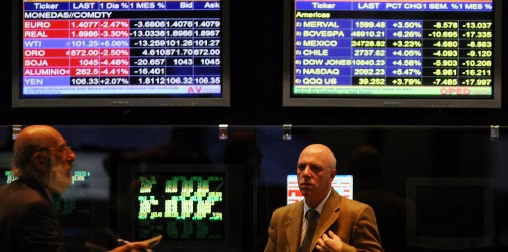 Wall Street sigue a la baja y el Dow Jones cede un 0,09 % a media sesión