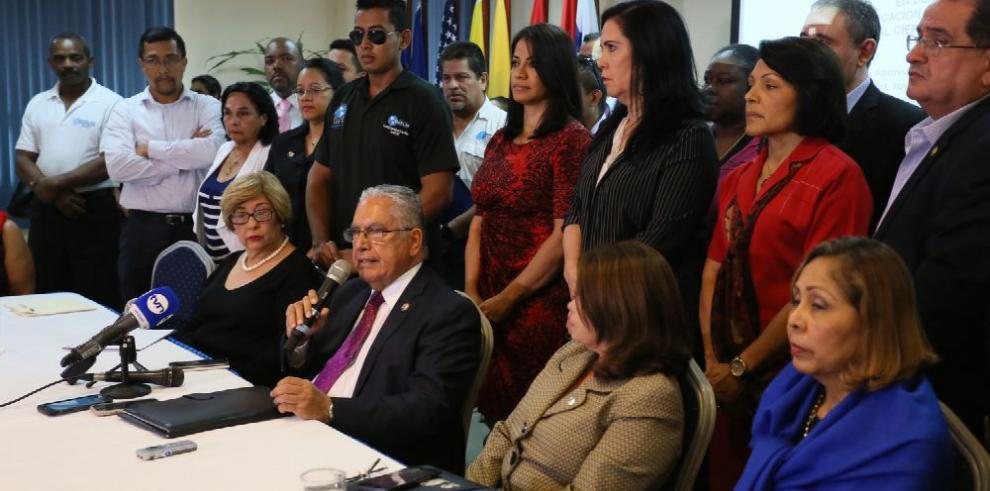 Udelas denuncia 'asfixia' económica y el MEF se defiende