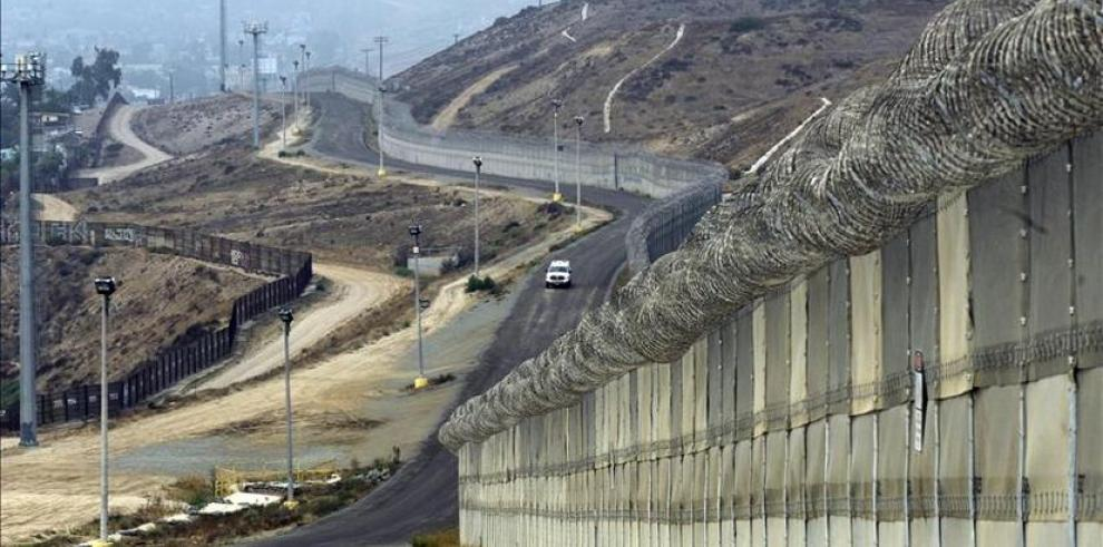 EEUU aprueba 1,600 millones de dólares para el muro con México