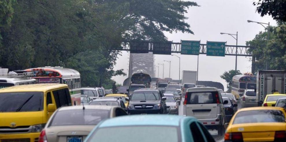 Varela ordena a la ATTT suspender aumento del registro único vehicular