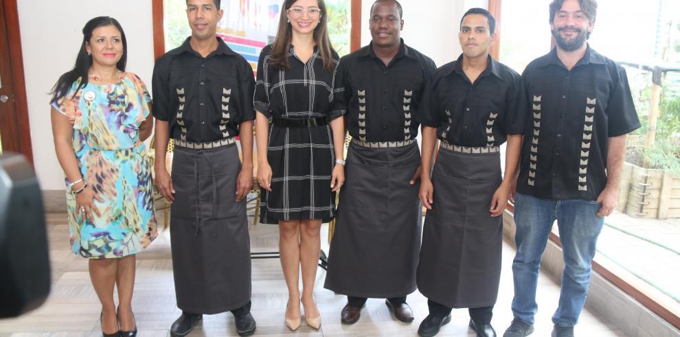 Restaurante Maito viste a sus empleados con diseños de Integrarte