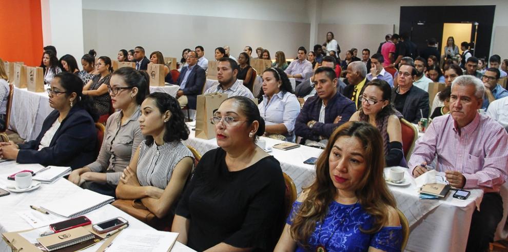 Especialistas instan utilizar tecnología para expandir sus negocios en A. Latina