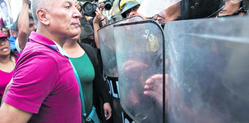 Kuczynski enfrenta crisis política tras indulto a Fujimori