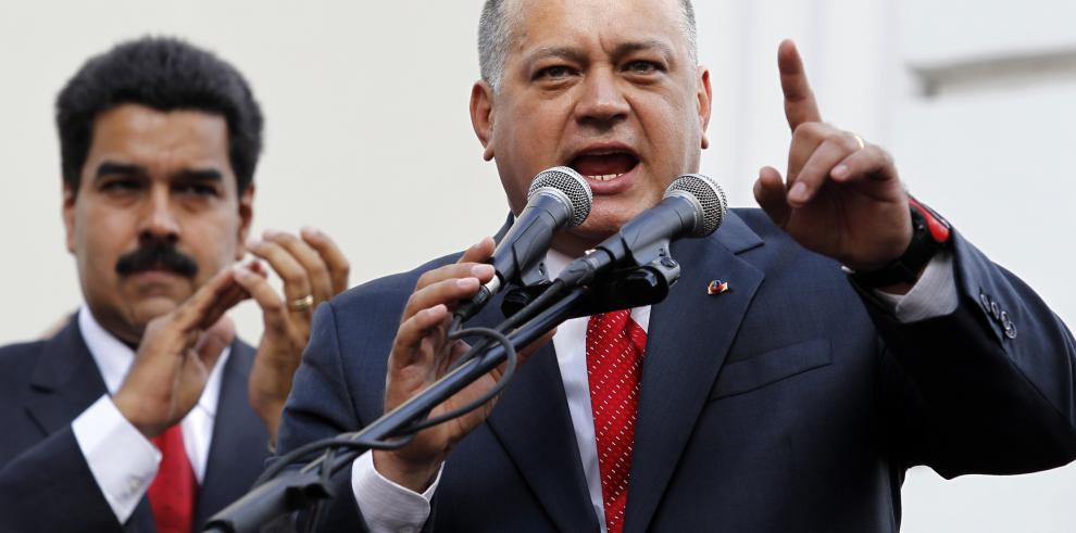 Diosdado Cabello promete investigar a Banesco por contrabando de billetes