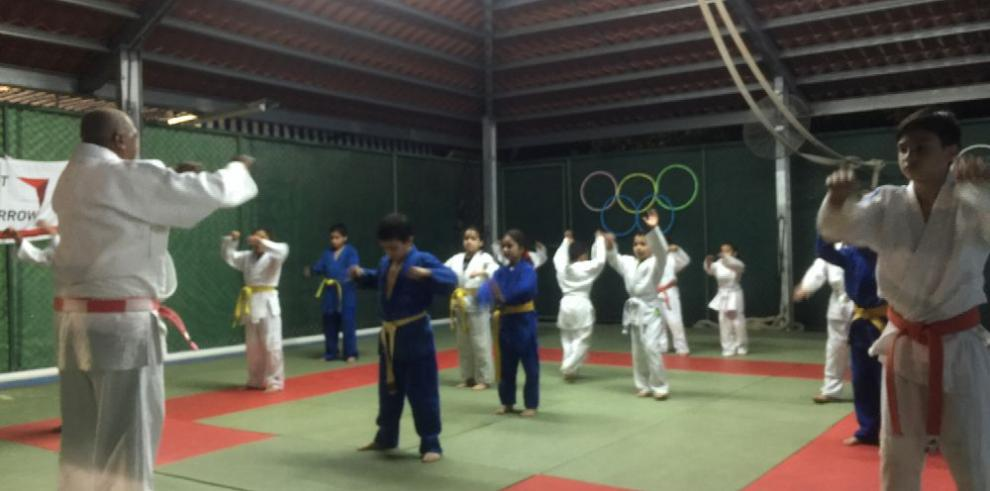 Donan tatamis al Dojo Club de Campeones