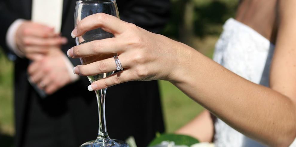 Proyecto fusionará el matrimonio civil y eclesiástico