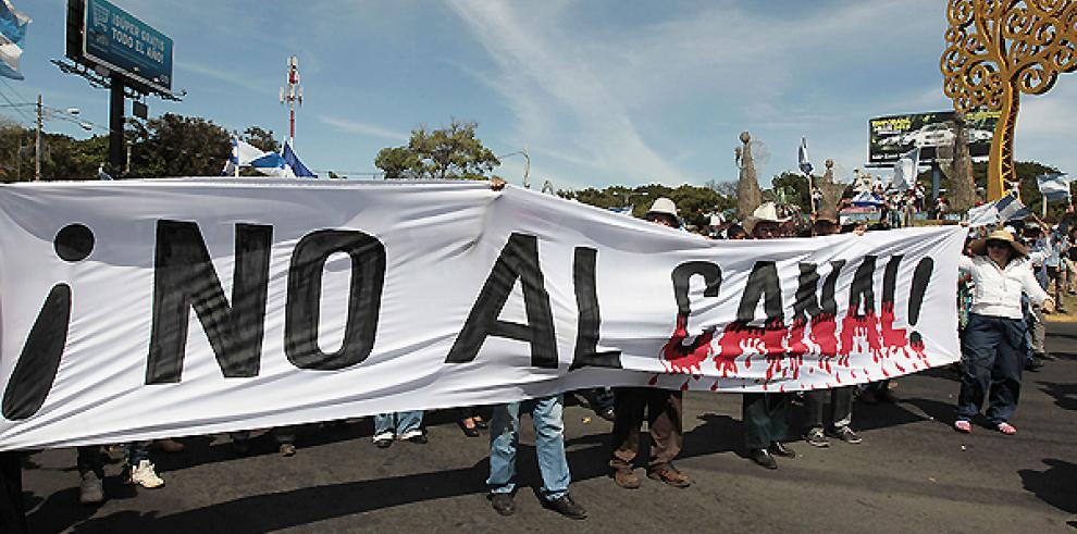 Oficialistas y campesinos marchan en pro y contra el canal nicaragüense