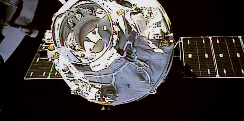 Nave espacial de carga de China se acopla con laboratorio espacial
