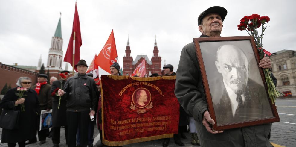 Comunistas marchan sobre Moscú en defensa de momia de Lenin