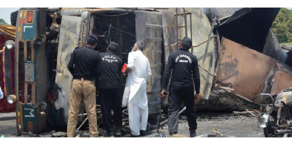 Más de 200 muertos por la explosión de camión cisterna en Pakistán