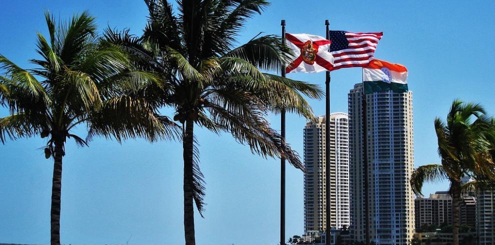 Falsa alarma de tiroteo obliga a evacuar un centro comercial de Miami