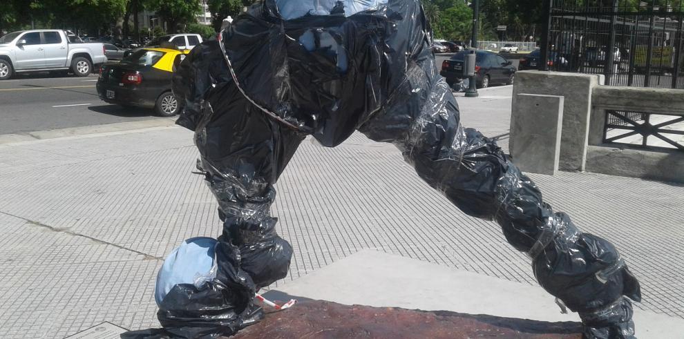 Destruyen estatua de Messi en Argentina