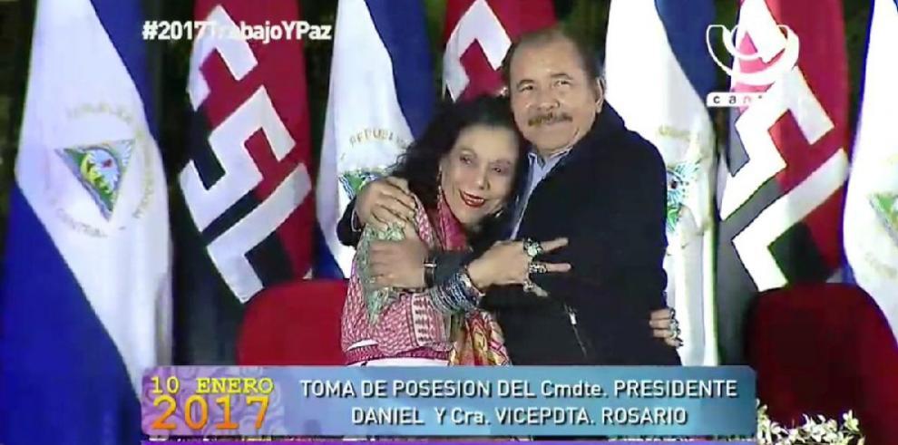 Ortega asume su tercer mandato, seguido