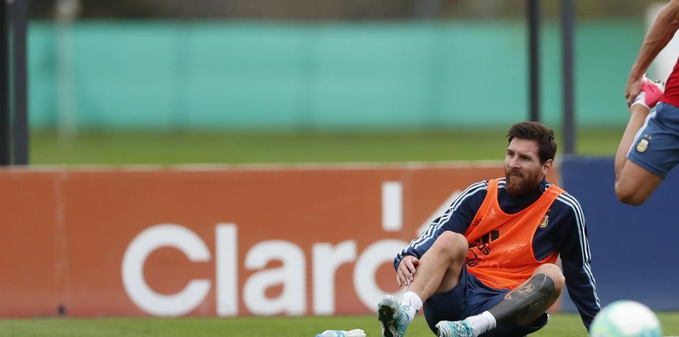 Argentina se entrenó con Messi pero sin Lanzini, que es baja por lesión