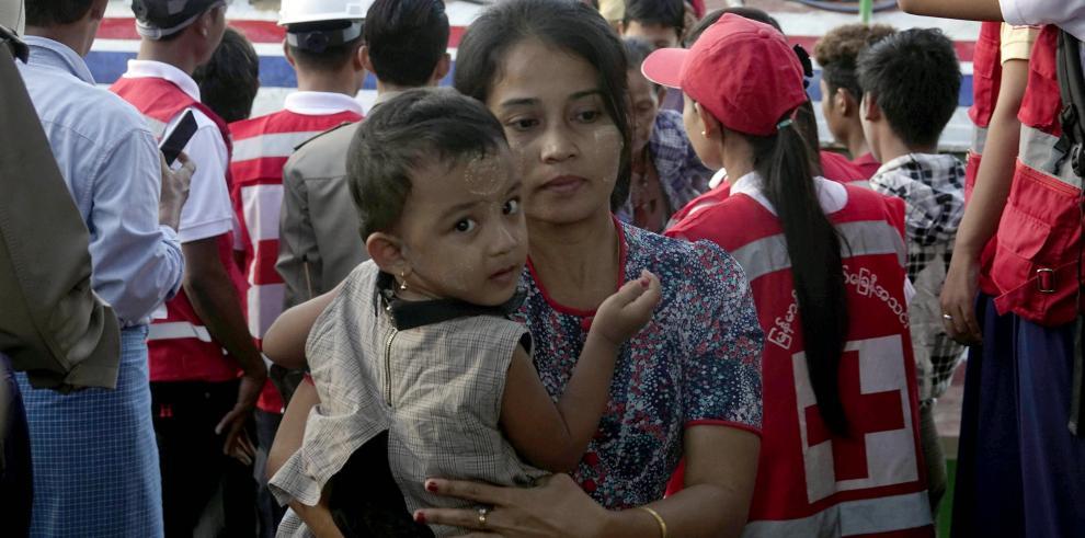 Más de 3.000 rohinyás huyen a Bangladesh en un flujo que continúa