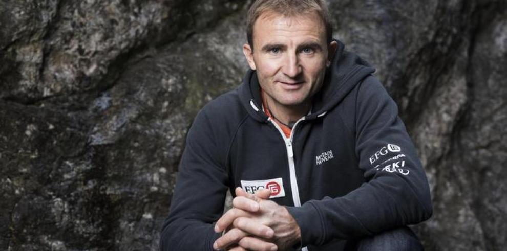 Escaladores recuperan el cuerpo del alpinista Seck, en el Everest