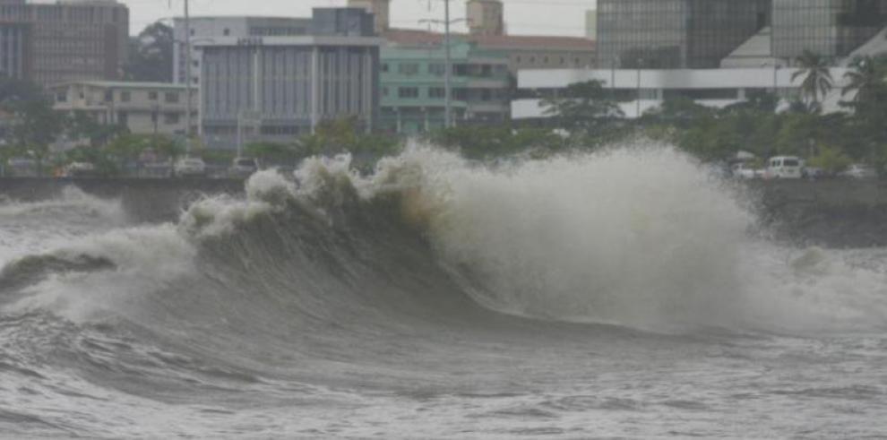 Sinaproc advierte a bañistas sobre mar de fondo