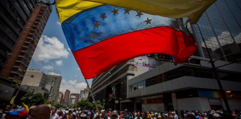 Venezolanos llaman a acompañar marchas al cumplir un mes de protestas