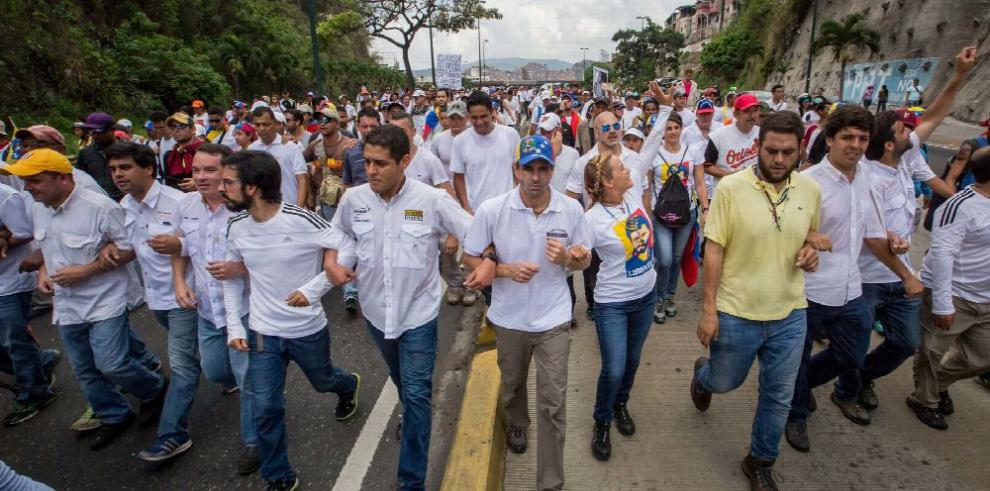 Opositores marchan en Venezuela sin incidentes