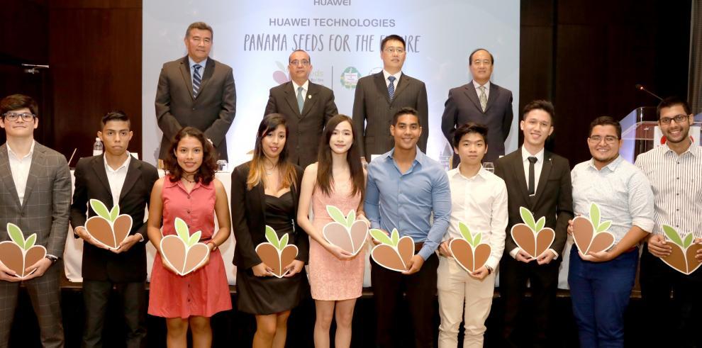 """Universitarios panameños se capacitan sobre TIC en China con """"Semillas para el Futuro"""""""