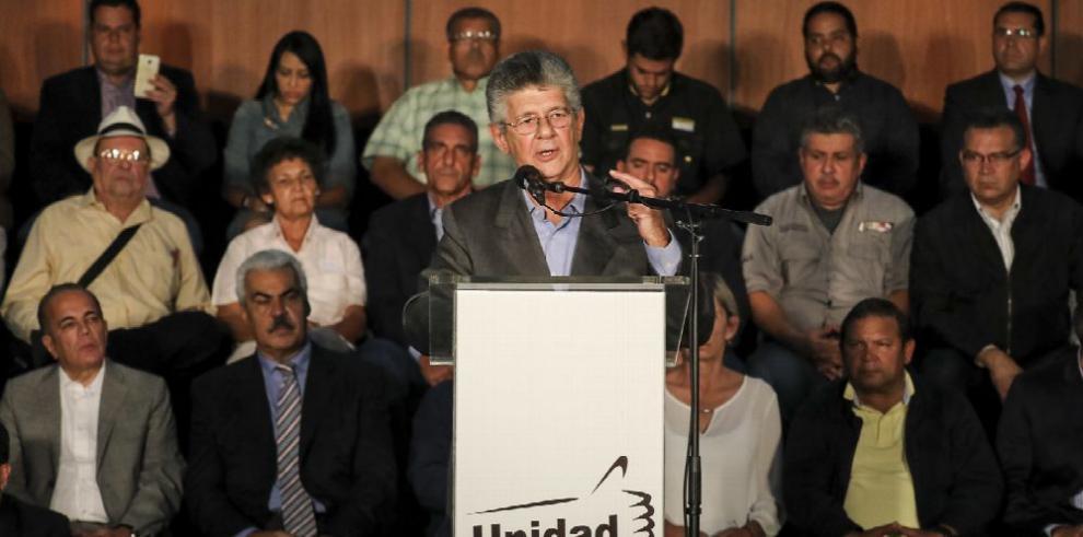 Oposición presenta un 'acuerdo' para deponer a Maduro