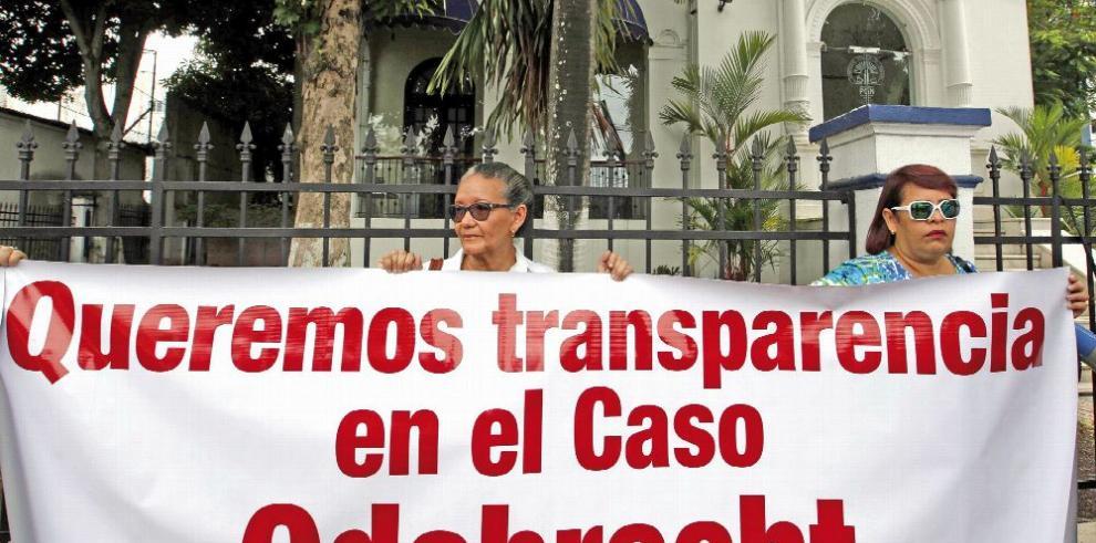 Protesta en la Procuraduría por 'retrasos' en caso Odebrecht