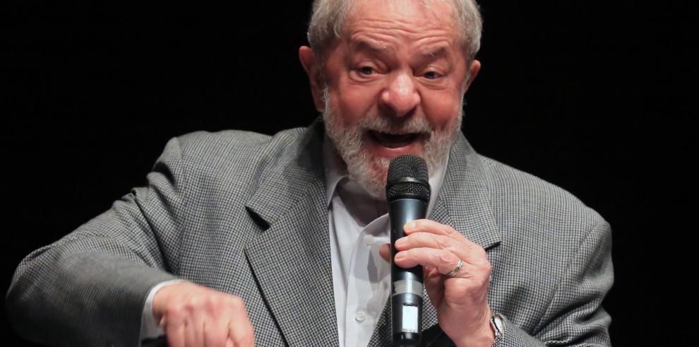 Justicia brasileña bloquea 2,8 millones dólares de fondos de pensión de Lula