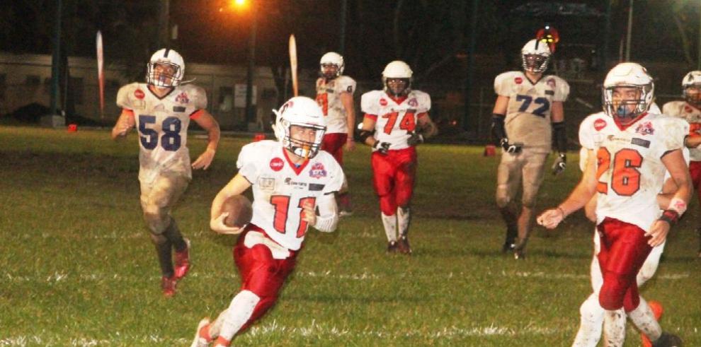 Raiders y Spartans siguen con paso firme en Varsity