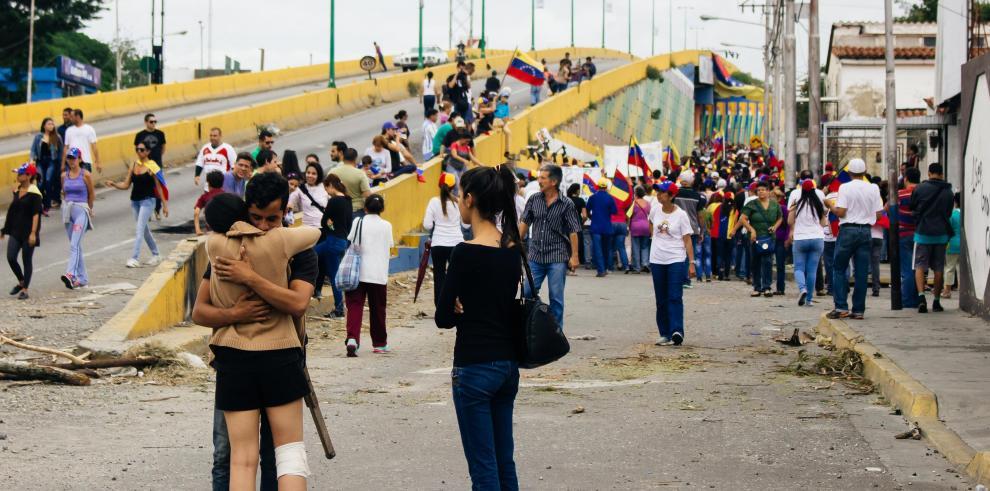 Fiscalía de Venezuela ordena investigar muerte de joven durante protesta