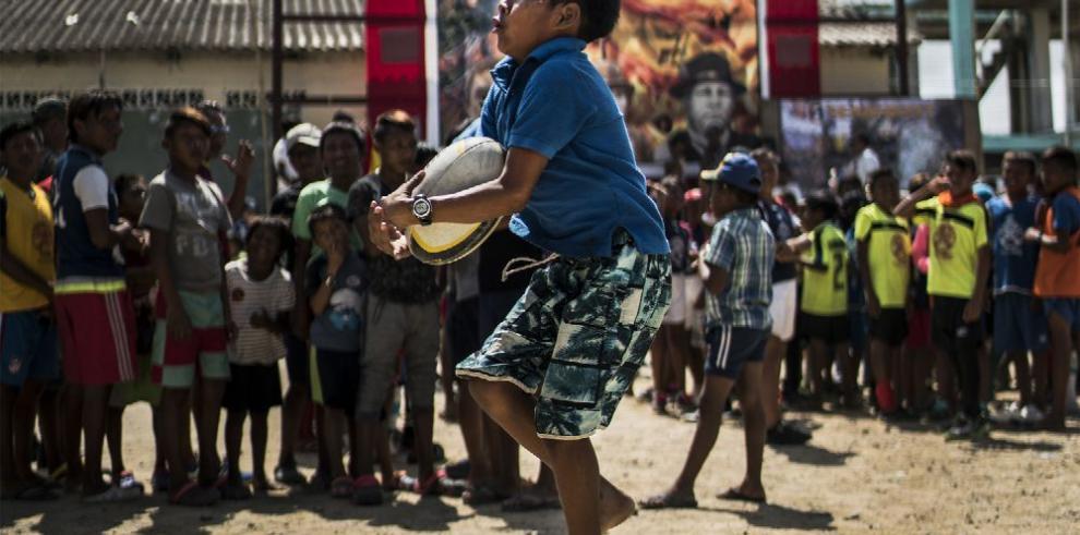 Rugby infantil en una isla panameña