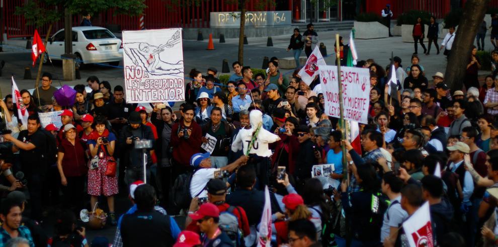 Cientos de mexicanos protestan contra la Ley de Seguridad Interior