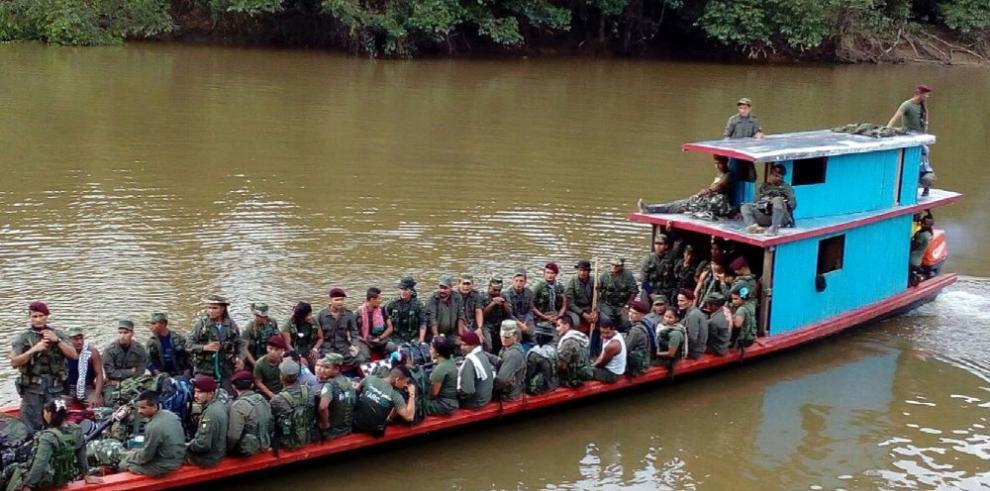 Miles de guerrilleros de las FARC llegan a zonas transitorias de desarme