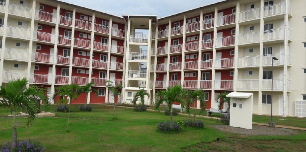 Gobierno entrega los primeros apartamentos de Altos de Los Lagos
