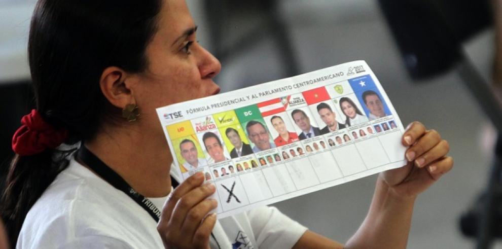 Gobierno panameño pide terminar el conteo de votos en Honduras