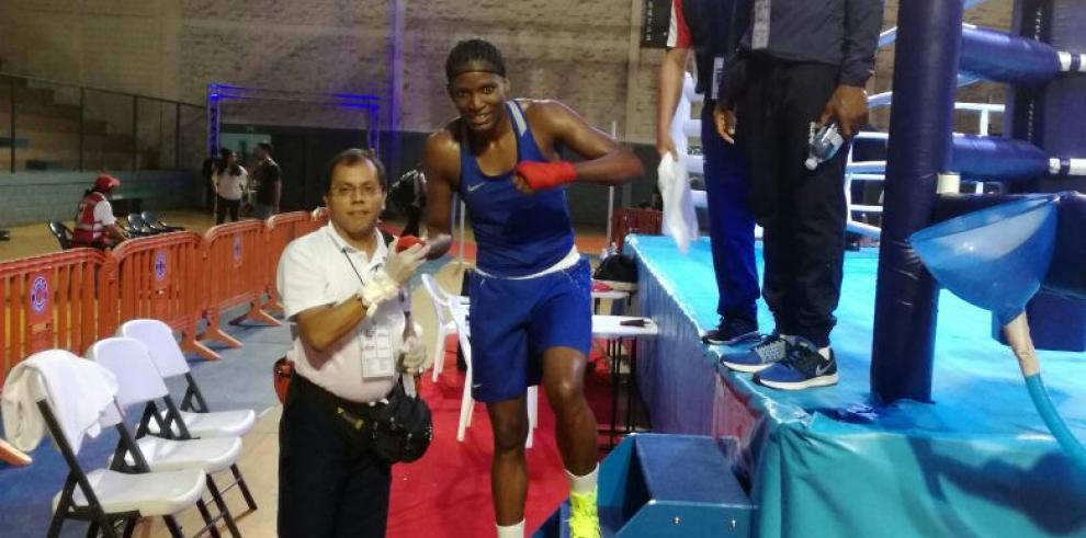 Atheyna Baylon debutó con triunfo en Campeonato de Boxeo Continental