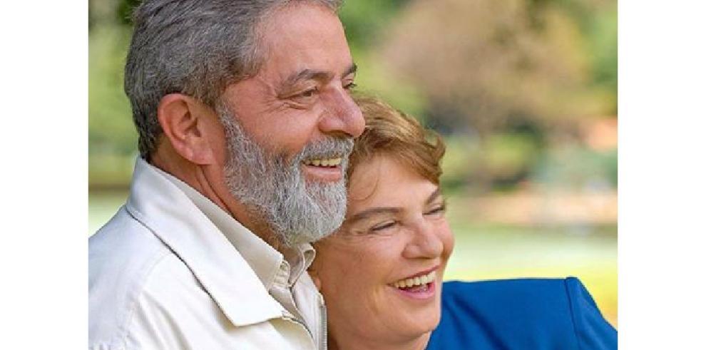 Rousseff expresa sus condolencias a Lula por la muerte de su esposa