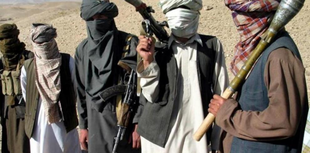 Talibanes niegan autoría del bombazo en Kabul y condenan el ataque