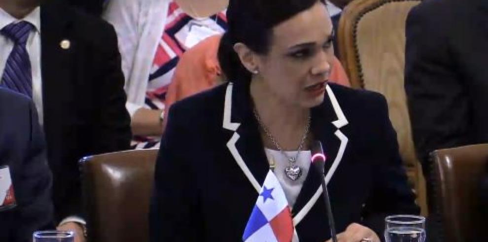 """Saint Malo llama en la OEA a """"salida pacífica y negociada"""" para Venezuela"""
