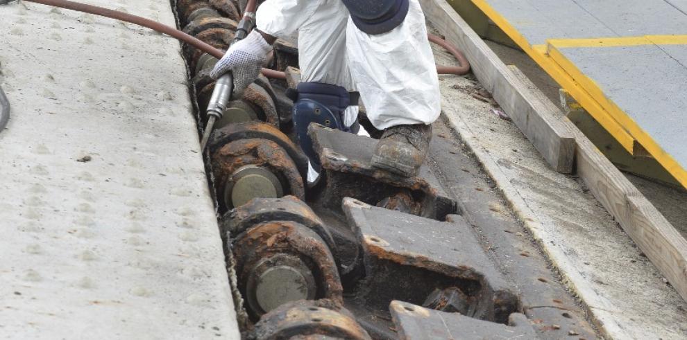 Cierre temporal de puente vehicular sobre represa de Madden